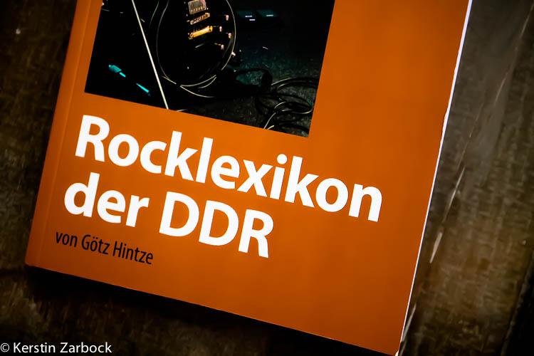 """Lesefreude mit dem """"Rocklexikon der DDR"""" von Götz Hintze"""